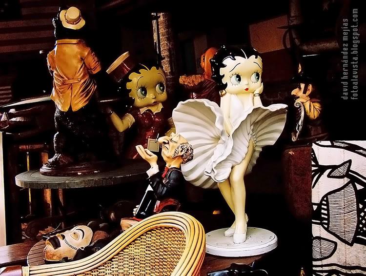 Fotografía realizada en una casa con objetos curiosos en venta, en algún lugar de Dallas, Texas, Estados Unidos