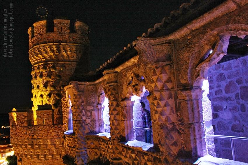 Castillo de fantasmas y estrellas