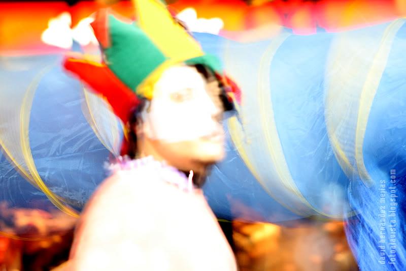 Gorro tricolor con rostro semicubista