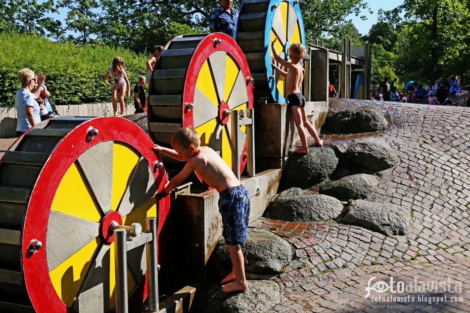 Juegos de agua. Fotografía creativa - Fotografía decorativa - fotografía infantil