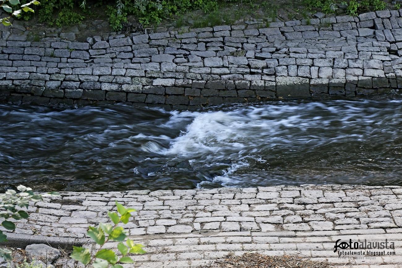 Río encauzado. Fotografía creativa - Fotografía artística