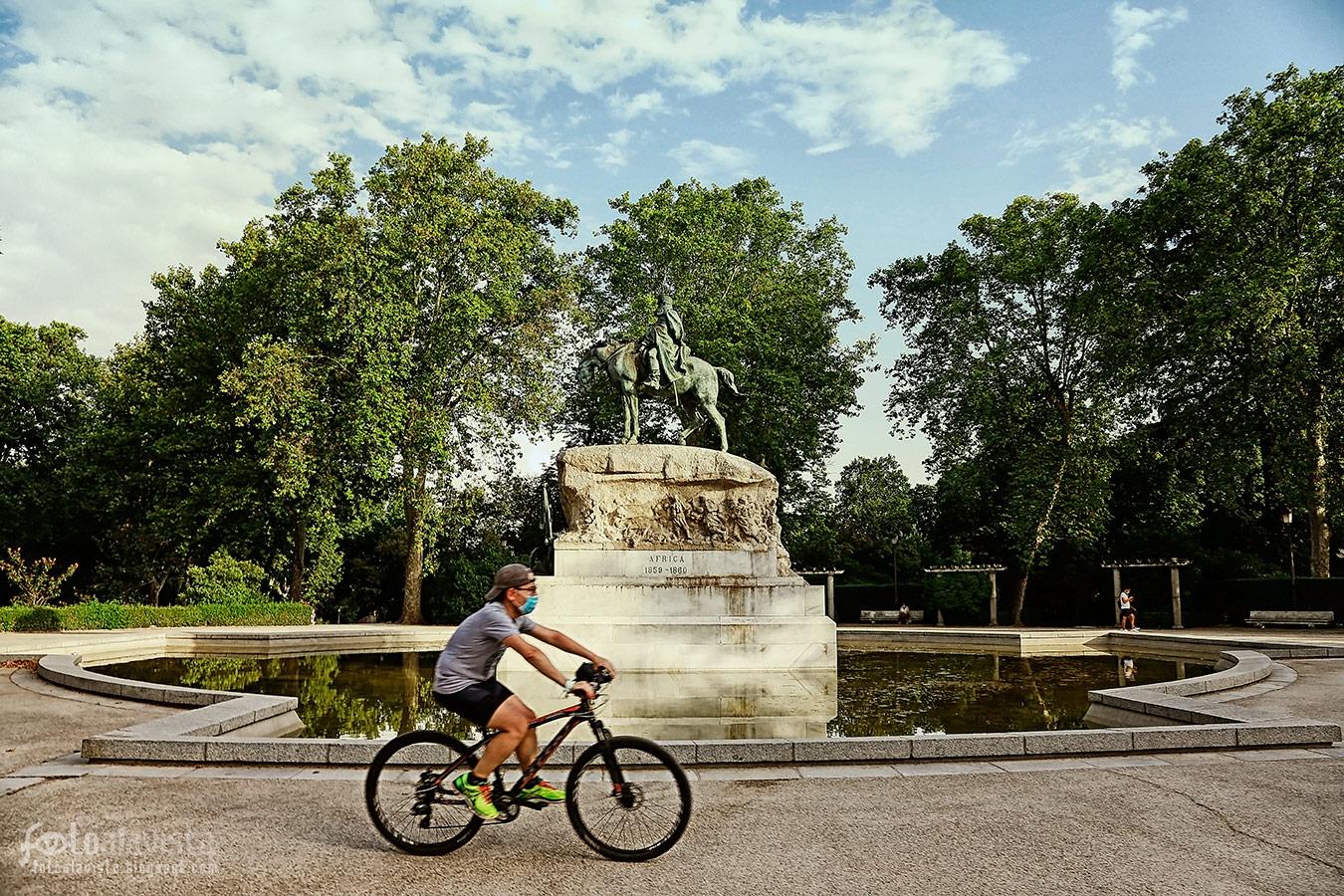 En bicicleta o a caballo - Fotografía