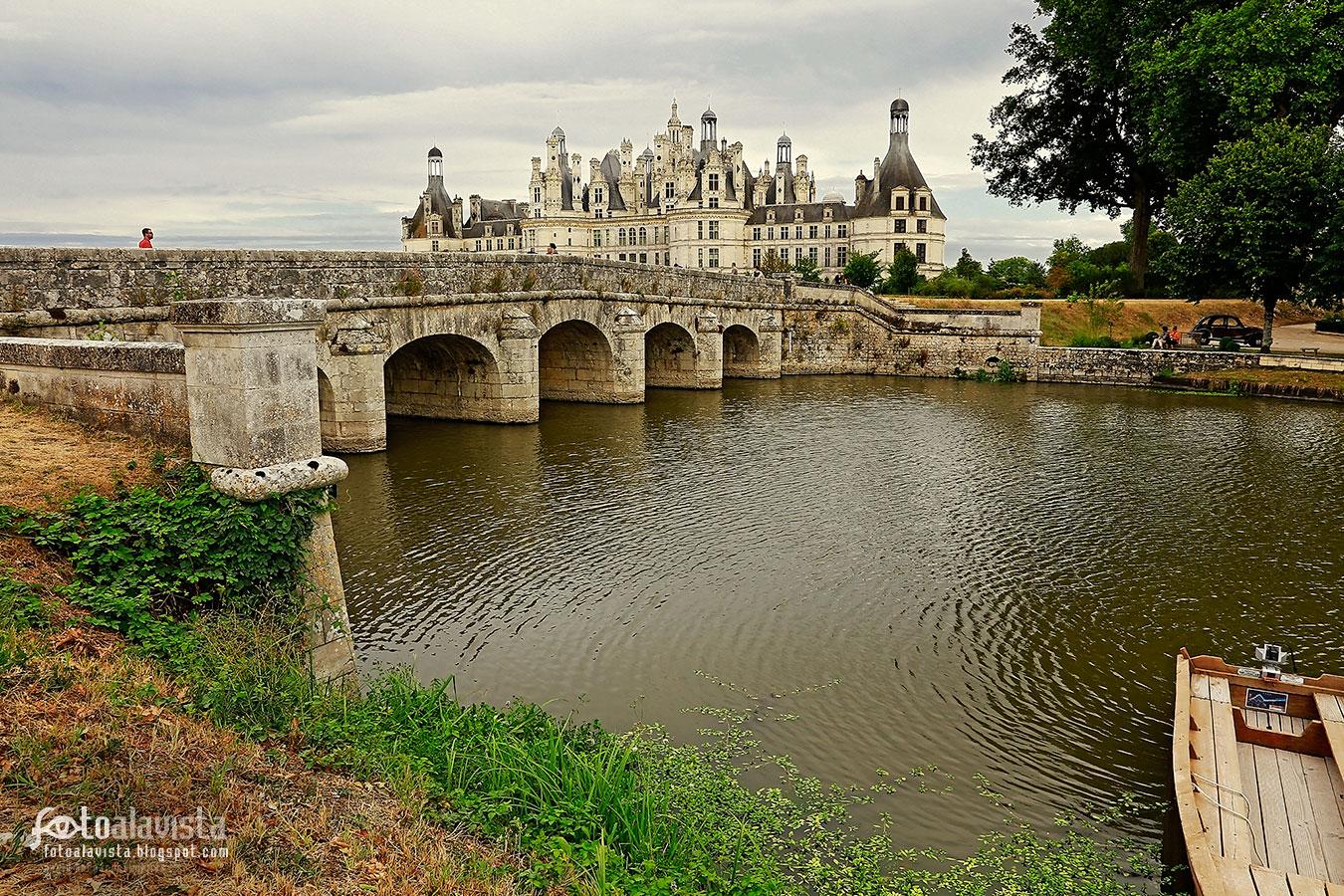 Río, puente y castillo - Fotografía