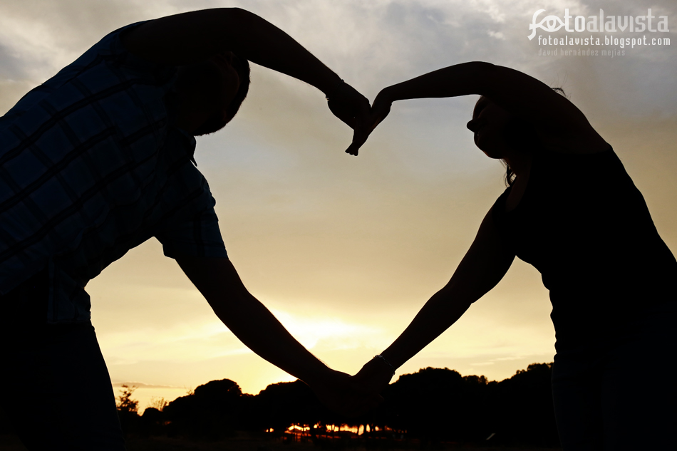 Con el corazón en las manos. Fotografía creativa - Fotografía de preboda - Fotografía de bodas