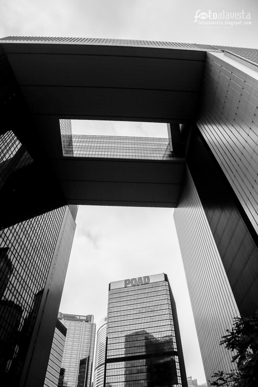 Los edificios recortan el cielo - Fotografía artística