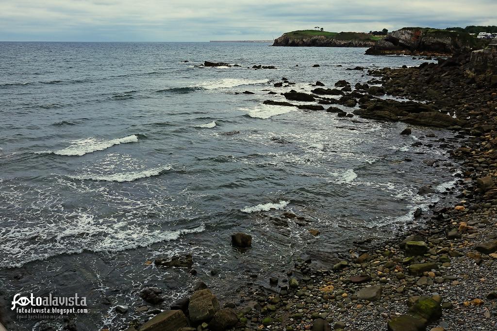 Olas a las rocas tejen la costa.. Fotografía creativa - Fotografía artística