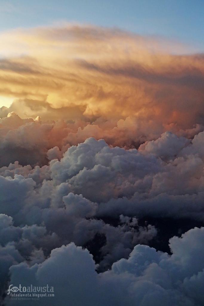 Sobre nubes de algodón. Fotografía creativa - Fotografía artística