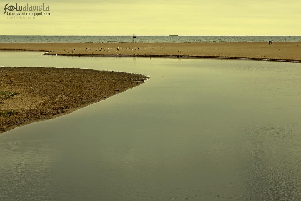 Serenidad de agua y arena - Fotografía artística