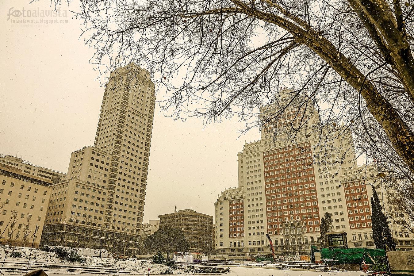 Una Plaza de España en obras y nevada - Fotografía