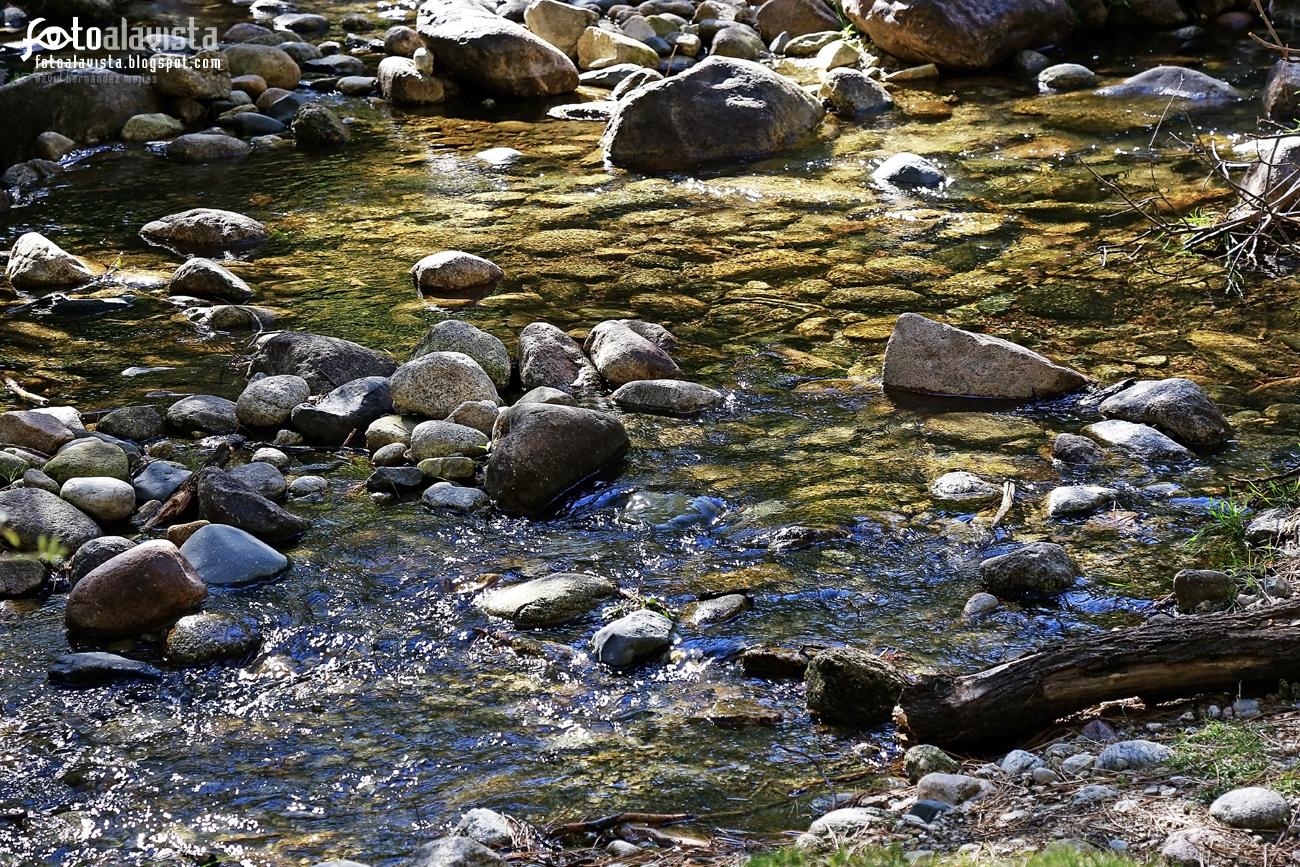Piedras en el río. Fotografía creativa - Fotografía artística