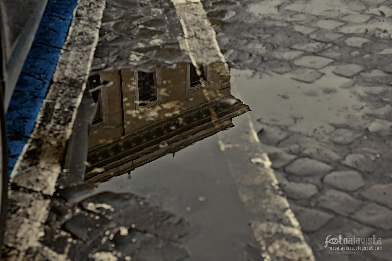 Ese edificio que se ve en el agua - Fotografía
