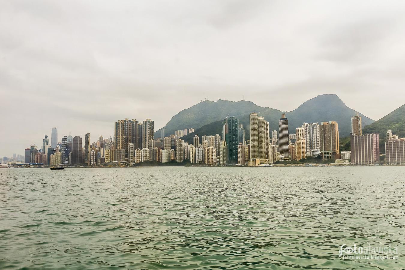 Skyline de Hong Kong con montañas - Fotografía artística