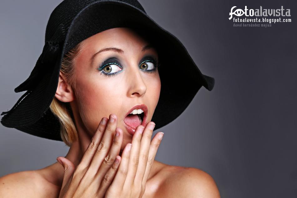 Con sorpresa. Modelo: Alba González Pachón.Maquillaje y Peluquería: Esther Lisalde. Books de fotografía